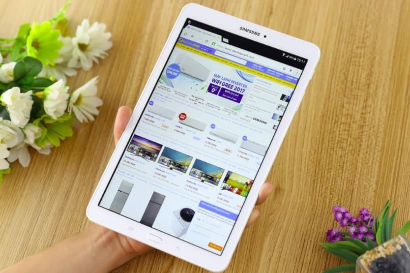 Máy tính bảng Samsung có thiết kế sang trọng, tinh tế